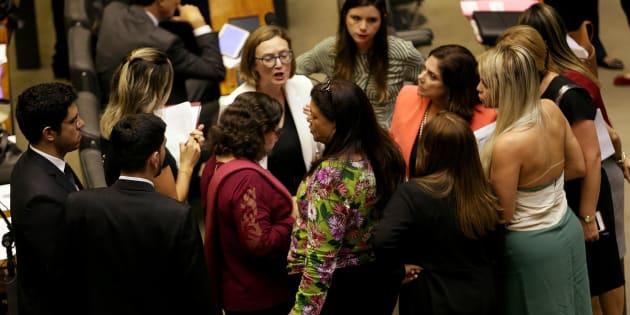 Bancada feminina tem vitória no TSE e garante cota de 30% do Fundo Eleitoral para candidaturas de mulheres.