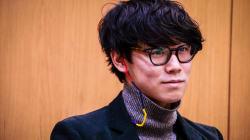 小袋成彬は、宇多田ヒカルに導かれ、「歌わなければならないこと」をみつけた。