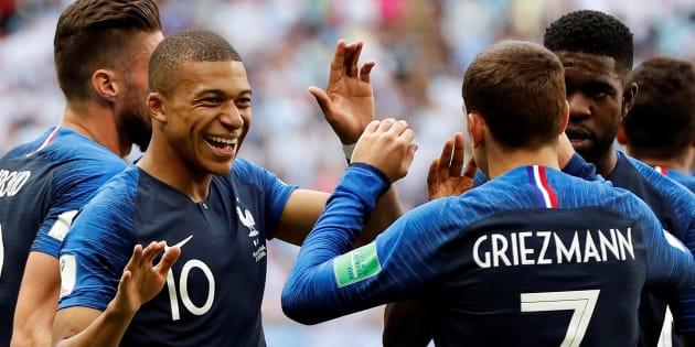 Comme les joueurs de l'équipe de France, pourquoi les hommes portent de plus en plus des bagues?