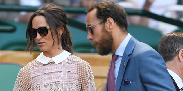 Pippa et son frère James Middleton se sont installés dans les gradins du Court central de Wimbledon.