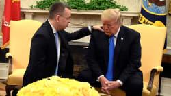 Reçu par Trump, le pasteur libéré prie pour sa