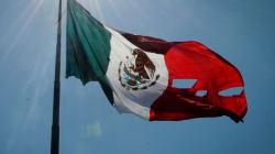 EN FOTOS: El momento en que la bandera se