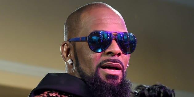 R. Kelly accusé de retenir des jeunes femmes contre leur gré  - (Photo: R. Kelly aux Soul Train Awards en novembre 2015 à Las Vegas)