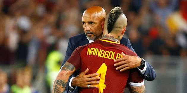 CAPTION CORRECTION - TEAM ID OF COACH  Soccer Football - Serie A - AS Roma vs Inter Milan - Milan, Italy - August 26, 2017   Inter Milan coach Luciano Spalletti consoles Radja Nainggolan after the game   REUTERS/Stefano Rellandini