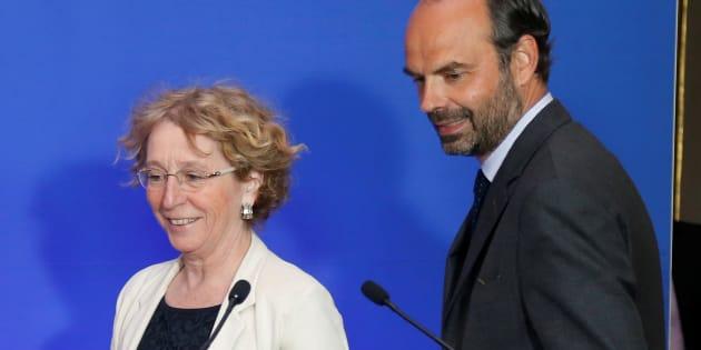 Muriel Pénicaud (ici avec Edouard Philippe) a annoncé le dépôt d'une plainte contre X par le ministère du Travail.