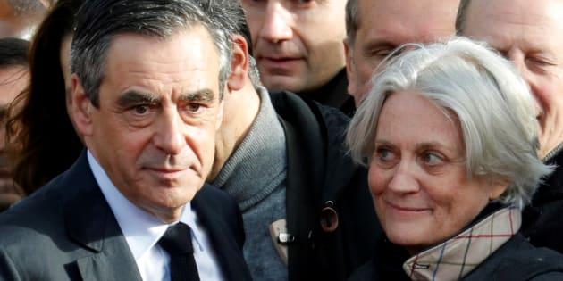 Se maintenir ou se retirer, François Fillonest face à une responsabilité historique. REUTERS/Philippe Wojazer