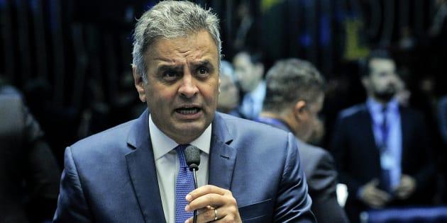 Senadores pedem para desarquivar pedido de cassação do mandato de Aécio Neves, senador afastado do cargo desde maio.
