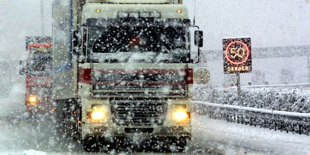 Vitesse réduite à cause de la neige, transports scolaires annulés... le point sur les perturbations