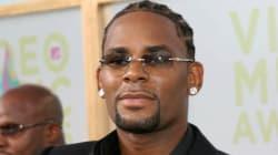 R. Kelly libéré sous caution après avoir plaidé non coupable d'abus