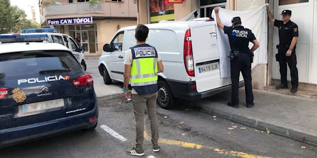 La Policía Local y Nacional, desplegada en el lugar de los hechos, mientras aún trataban de reanimar a la pequeña.