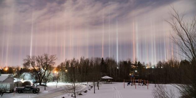 Au Canada, elle capture des photos sublimes de colonnes lumineuses.