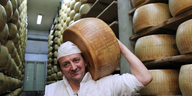 """""""Il nostro Parmigiano Reggiano è stato premiato come il migliore del mondo. Per farlo così buono lo coccoliamo come un figlio"""""""