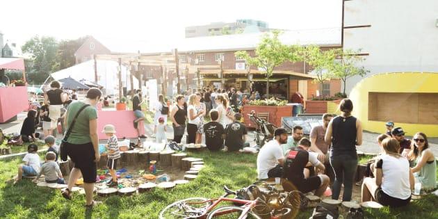 Érigé pour l'été à l'îlot des Palais, le SPOT rassemble les communautés autour d'activités, de barbecue, de danse ou d'un bon cocktail.