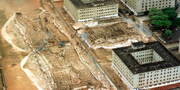 Após 46 anos de funcionamento, Carandiru começou a ser demolido em 2002.