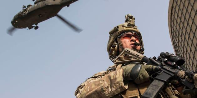 Entrenamiento conjunto, a principios de noviembre, de personal de infantería y fuerzas aerotransportadas del Ejército de EEUU en la base Gamberi de Afganistán.