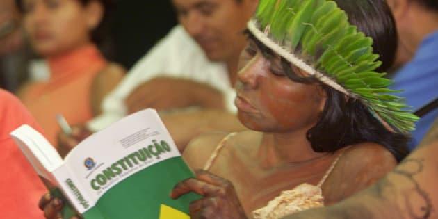 Colunista rebate textos publicados pela Folha e Estadão e defende Constituição de 1988.