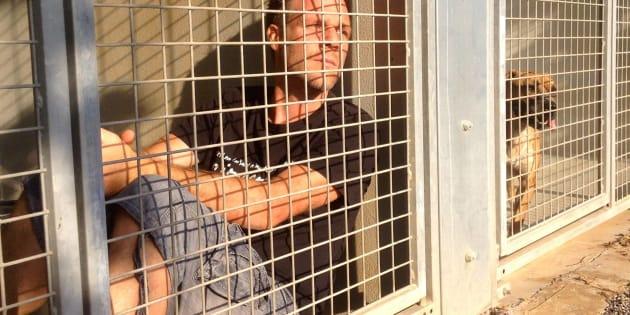 Rémi Gaillard ne sortira pas de sa cage tant que tous les animaux de la SPA de Montpellier ne seront pas adoptés.