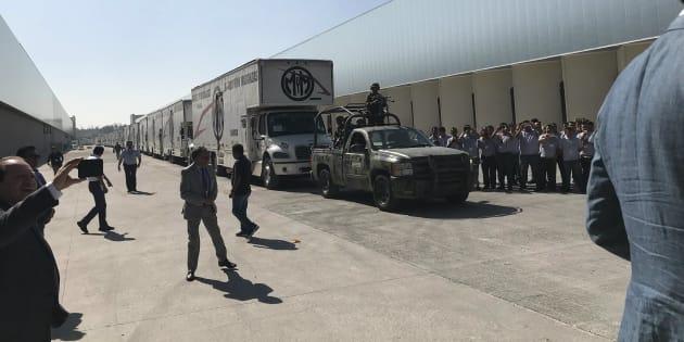 El INE comenzó con el reparto de boletas y paquetería electoral desde una nave industrial en el Estado de México.