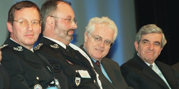 En 2000, Lionel Jospin et son ministre de l'Intérieur Jean-Pierre Chevènement lors des Assises nationales de la police de proximité.
