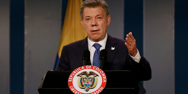 Colombia's President Juan Manuel Santos talks during a news conference after a meeting with Colombian former President and Senator Alvaro Uribe at Narino Palace in Bogota, Colombia, October 5, 2016.
