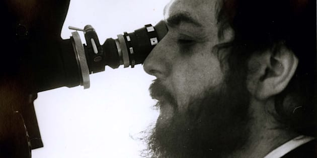 "UNDATED FILE PHOTOGRAPH - Famed film director Stanley Kubrick is shown on the set of his film ""A Clockwork Orange"" in this undated file photograph. Kubrick died at his home in London March 7. (BW ONLY) fsp/HO-Photo Courtesy Warner Bros.  FSP/JP"