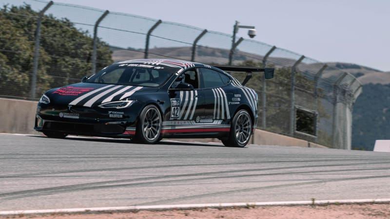 Tesla Model S Plaid schlägt Porsche 911 GT2 RS in Laguna Seca