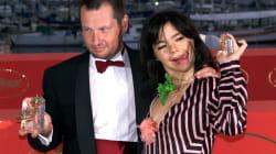 Björk acusa a un