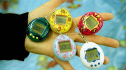I nostalgici del Tamagotchi possono esultare: torna in commercio l'animaletto