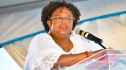 En una victoria histórica, Barbados elige a la primera mujer como primera