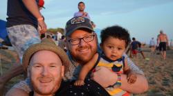 Soy un padre gay y quiero que mi hijo conozca a Beto y Enrique de 'Plaza Sésamo' como