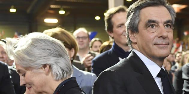 François et Penelope Fillon le 29 janvier 2017 à Paris lors d'un meeting.