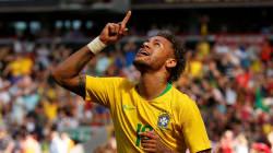 Le monde tourne à nouveau, Neymar rejoue au foot... et