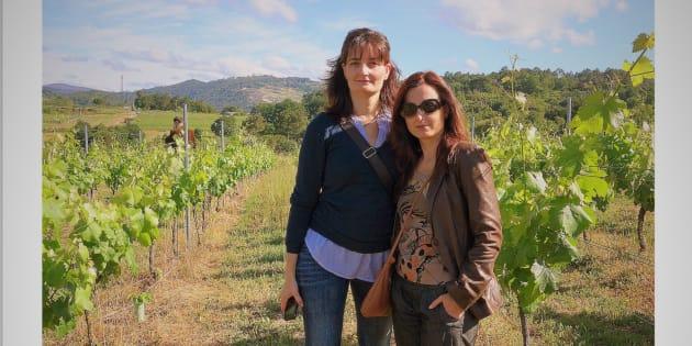 Ana y Mar Sánchez Pavón entre viñas (de Ribeiro)