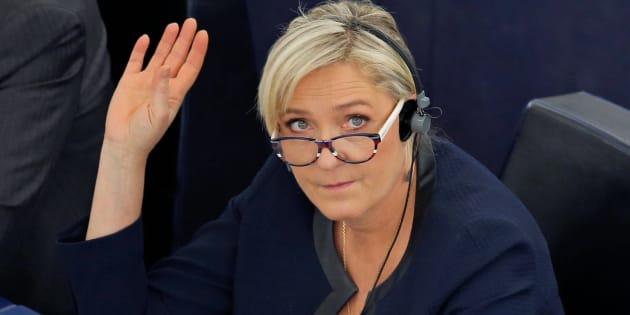 Marine Le Pen cherche de l'argent pour financer sa campagne présidentielle.