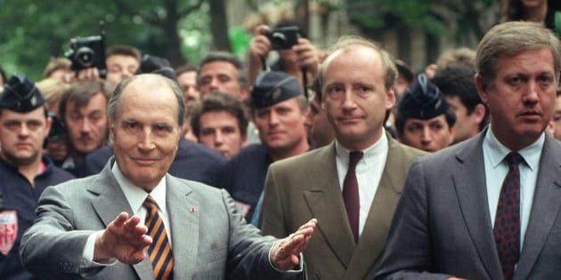 Ancien secrétaire général de l'Elysée et gardien de la Mitterrandie, Hubert Védrine évoque le rapport singulier qui lie l'ancien président aux Français.