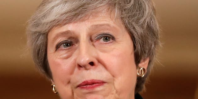 Theresa May viu vários ministros renunciarem após anunciar esboço do acordo do Brexit.