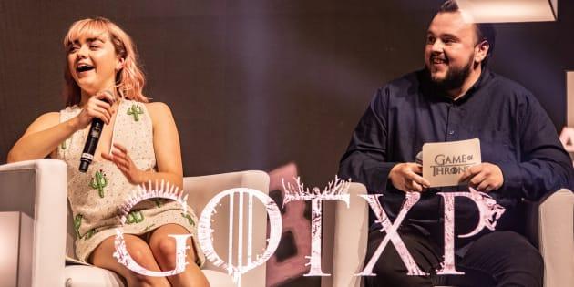 Os atores Maisie Williams e John Bradley  falaram sobre os bastidores de 'Game of Thrones' no primeiro dia da CCXP 2018.