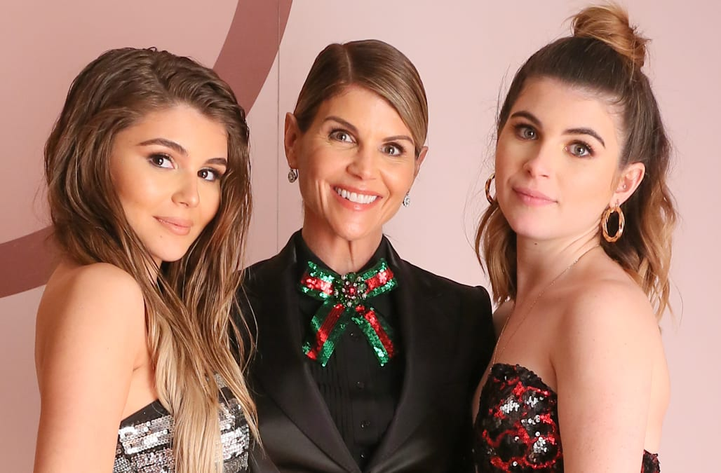 Lori Loughlin's Latest Family Photo With Her Mom and 2 ... |Lori Loughlin Family