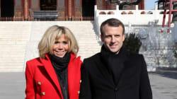 Macron arrive en Chine, avec un cheval de la Garde républicaine en guise de
