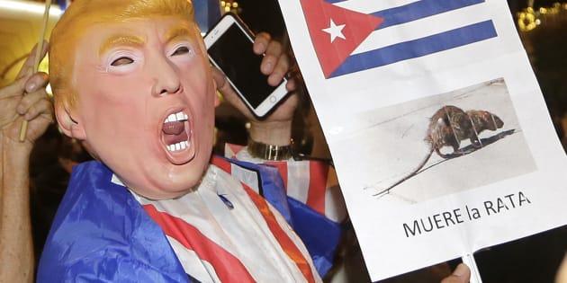La mort de Fidel Castro célébrée par une partie de la communauté cubaine de Floride (ici en photo), associée à l'élection de Trump, menace-t-elle l'ouverture des relations américano-cubaines?