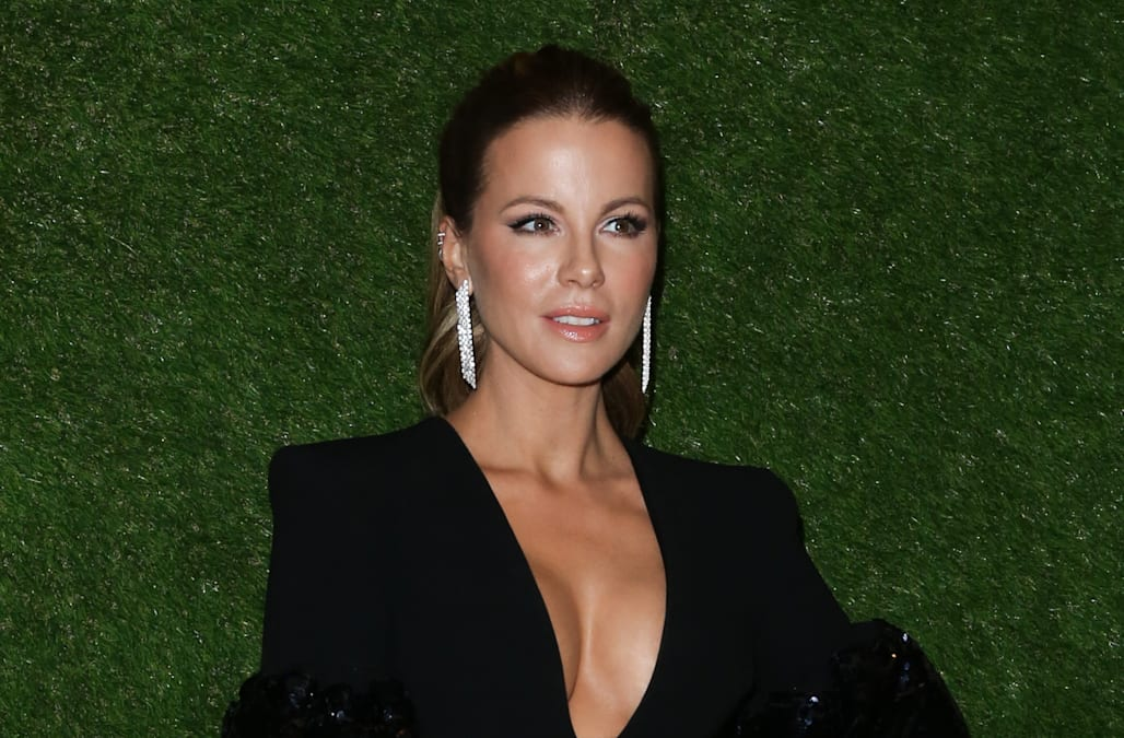 5af449e8e7f3ec Kate Beckinsale schools a troll who accused her 'daughter' of being  'skimpy-dressed'