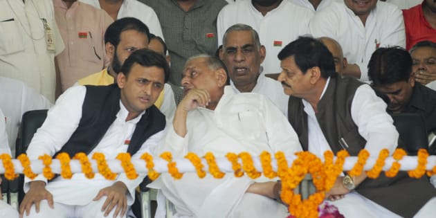 Uttar Pradesh Chief Minister Akhilesh Yadav talking to his father and SP chief Mulayam Singh Yadav while Shivpal Yadav and others look on. (Photo by Deepak Gupta/Hindustan Times via Getty Images)