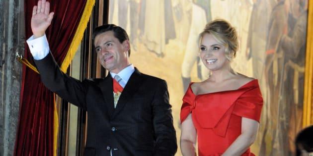 Enrique Peña Nieto, presidente de México, acompañado de su esposa Angélica Rivera durante la ceremonia del grito de independencia en el balcón presidencial del Palacio Nacional, el 15 de septiembre de 2018.