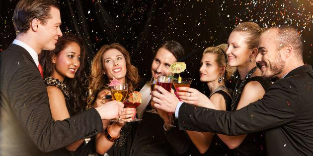 Réveillon du Nouvel An: Pourquoi ressentons-nous le devoir de boire de l'alcool le soir du 31 décembre?