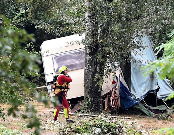 Rescuers evacuate 750 campers amid flash floods