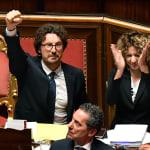 Il decreto Genova è legge: Toninelli agita il pugno in Aula, l'opposizione: