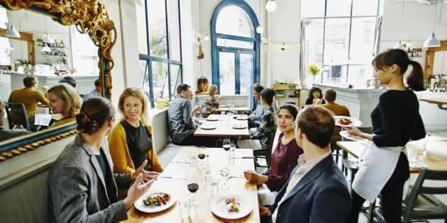 Airbnb se lance dans la réservation de restaurants.