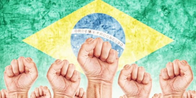 Trabalhador brasileiro da periferia valoriza individualismo e busca por ascensão social.