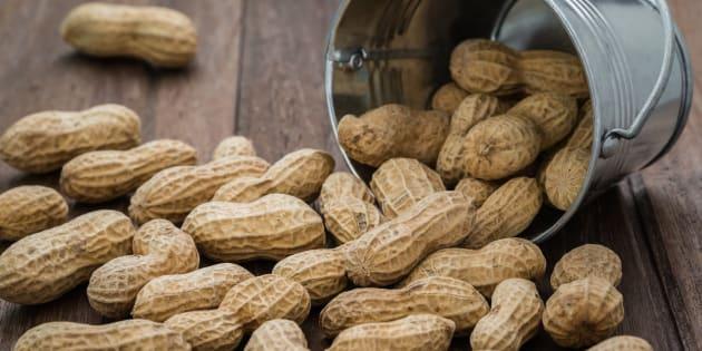 Donner des cacahuètes aux jeunes enfants meilleur moyen d'éviter les allergies