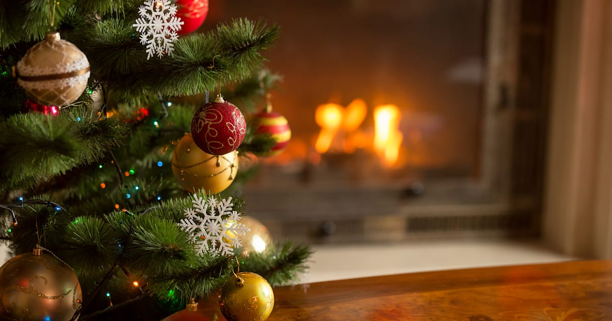 Experts Say Putting Up Christmas Decorations Early Can Make You Happier |  HuffPost Canada